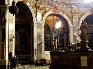 Dark del Giocondo chapel to left