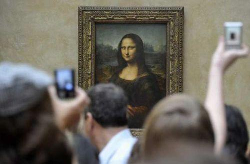 Mona lisa louvre crowd